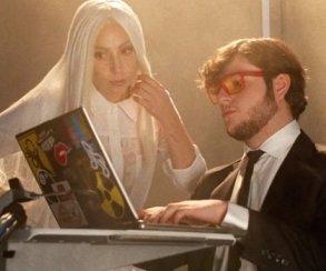 Леди Гага воскрешает Иисуса с помощью Minecraft в своем новом клипе