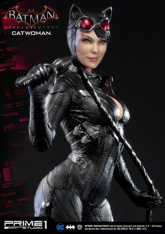Статуя женщины, которой удалось покорить сердце Бэтмена. - Изображение 5