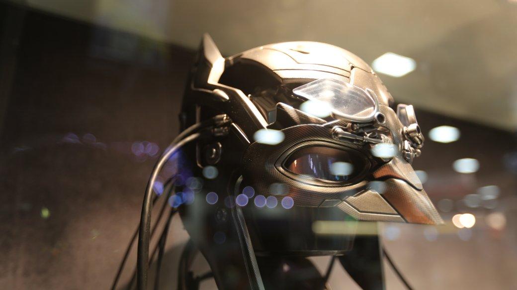Костюмы, гаджеты и фигурки Бэтмена на Comic-Con 2015 - Изображение 17