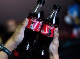 Coca-Cola выпустила бутылки Star Wars Coke сосветящимися световыми мечами