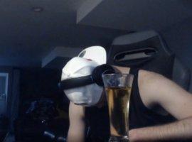 Про-игрок вApex Legends получил бан наTwitch, потому что пьяным заснул на собственной трансляции