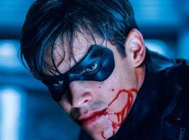 В трейлере второго сезона «Титанов» Робину предлагают стать Бэтменом
