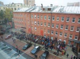 Заколонкой «Яндекс.Станция Мини» вочереди стояло 2000 человек. Половина изних получила гаджет