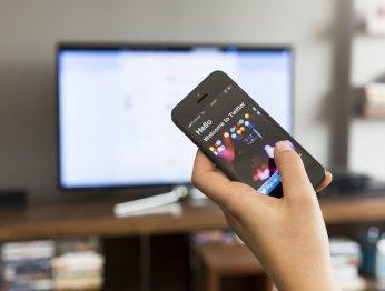 Как подключить смартфон ктелевизору