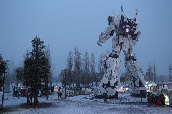 Такого выеще невидели! Японские гигантские боевые роботы вснегу. - Изображение 5