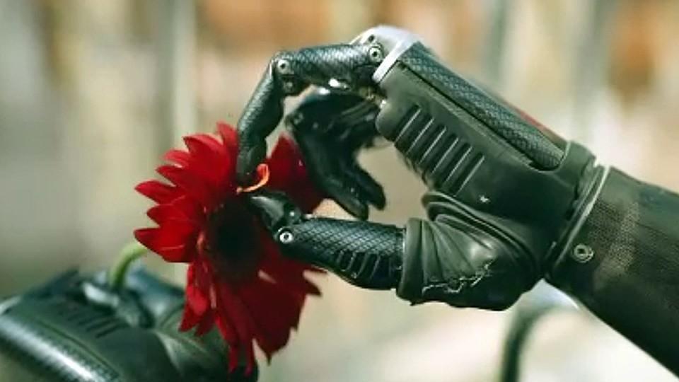 Первые впечатления отсериала «Толя робот»: смешная комедия, которая могла стать лучшим шоу cезона