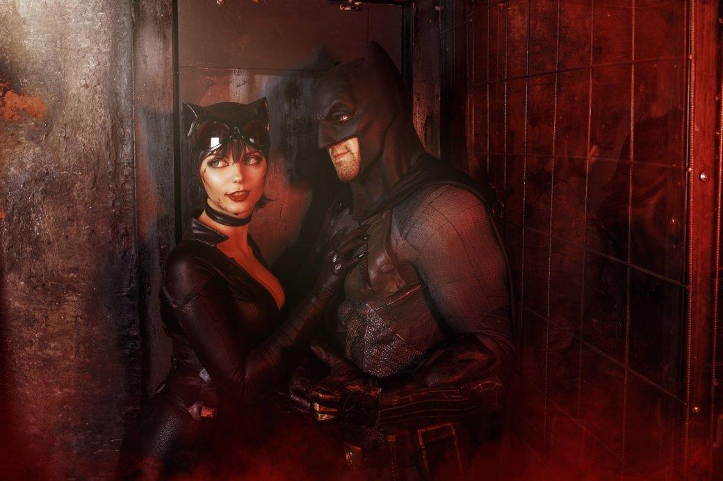 Бэтмен спасает Женщину-кошку из плена Загадочника в новом косплее | Канобу - Изображение 9