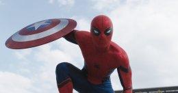 Первые фото со съемок «Человека-паука» показали новую подругу Паркера