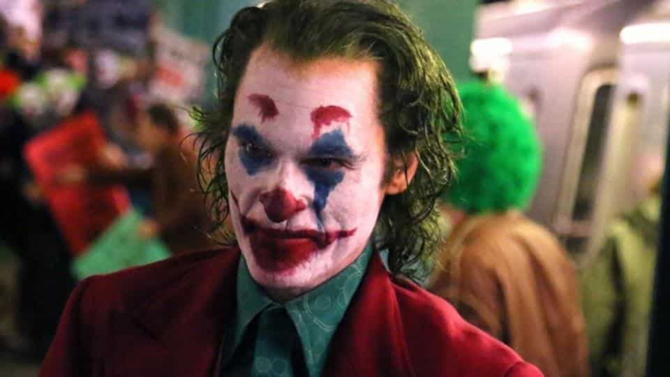 Полицейские сбили Хоакина Феникса на свежих кадрах со съемок «Джокера»   Канобу - Изображение 8567