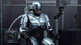 Режиссер «Элизиума» работает над прямым продолжением «Робокопа» 1987 года